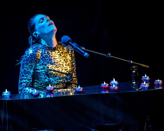 Beth Hart - Live Review 3 photo by Laurence Harvey