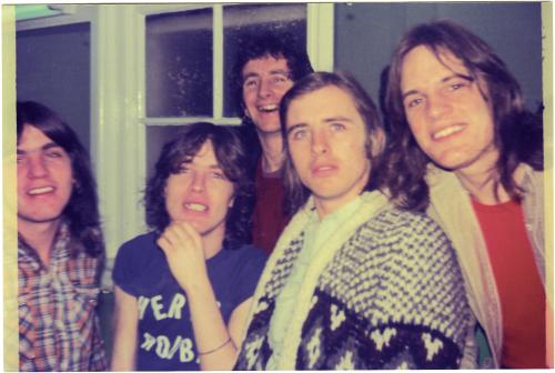 DIRTYDEEDS-acdc-early-band-shot